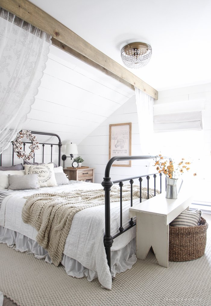 This beautiful farmhouse bedroom is courtesy of http://lovegrowswild.com